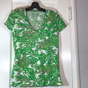 Lilly Pulitzer Pink Seeing Elephants V neck tee S